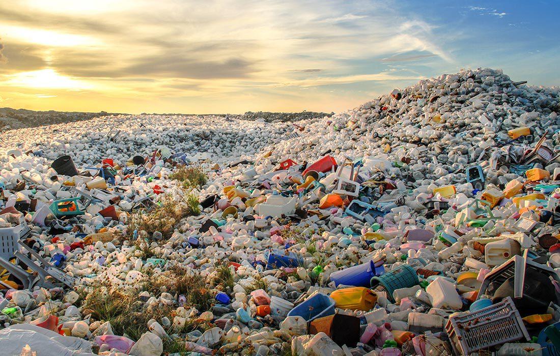 Müllberge aus Plastikflaschen